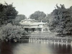 Paviljoen van sociëteit Musis Sacrum in Leiden, ca. 1890. Fotograaf: Jan Goedeljee (1824-1905).
